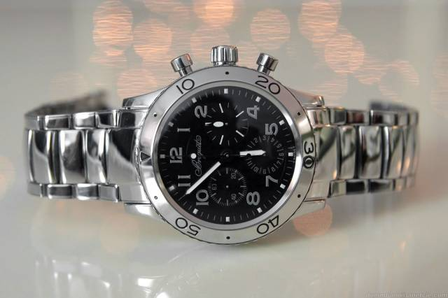 Breguet XX on bracelet (breguet_type-xx_background-lights.jpg)