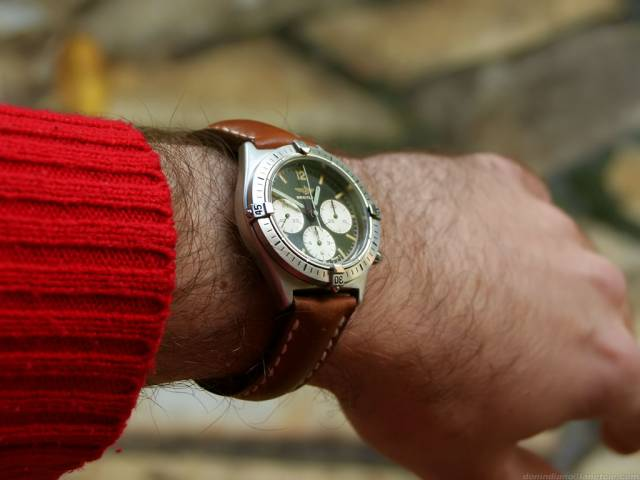Callisto Chrono on wrist (chrono-callisto+brown-leather_wrist.jpg)