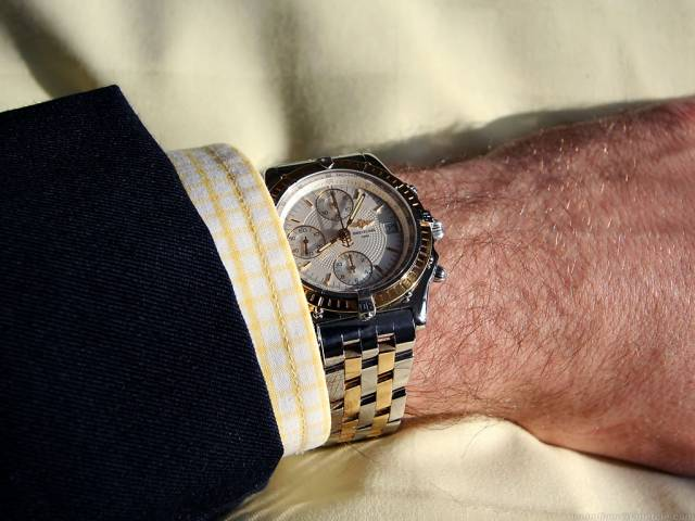 Chronomat with suit (chronomat_tt_wrist_yellow.jpg)