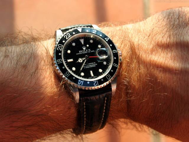 GMT II strapped on wrist (gmt_blackstrap_ws.jpg)
