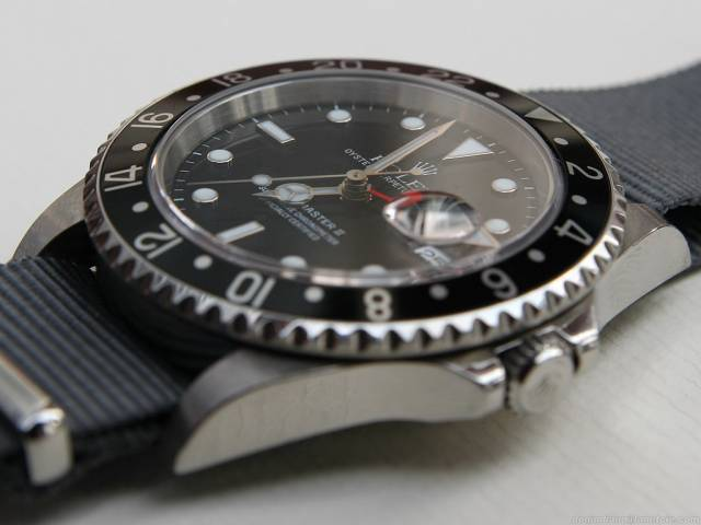 GMT Master on NATO strap (gmt_master_nato_side.jpg)