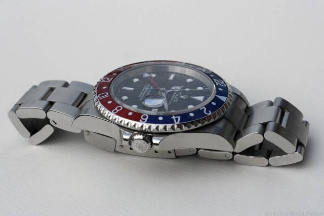 GMT Master II Pepsi (side) (gmt_pepsi_side_white.jpg)