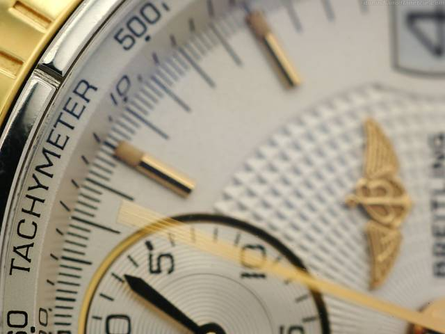 Chronomat's moving seconds (macro_chronomat_moving_second_tachymeter.jpg)