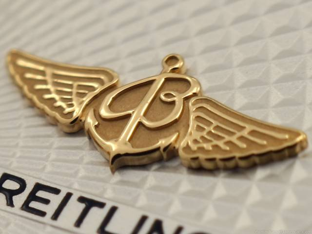Gold Breitling Logo (macro_gold_applied_breitling.jpg)
